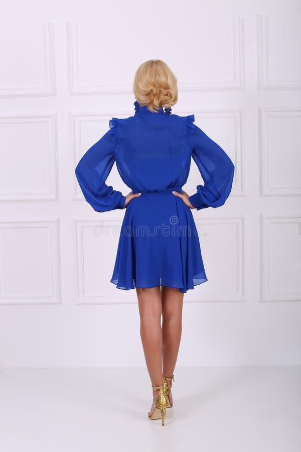 Schönes blaues Kleid stockbild