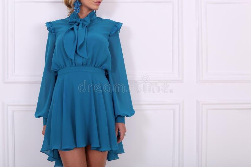 Schönes blaues Kleid lizenzfreies stockfoto