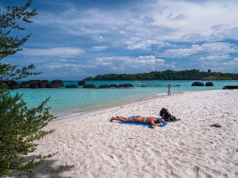 Schönes blaues Meer, wenn regnerisch bei Trat Thailand stockfotografie