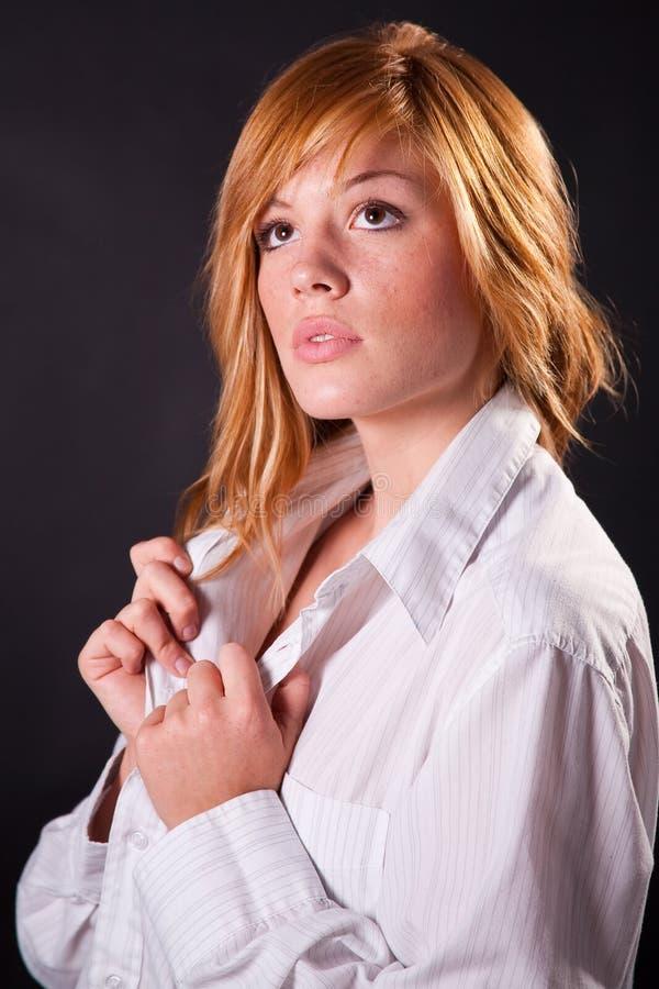 Schönes blondes jugendlich Mädchen lizenzfreie stockfotos