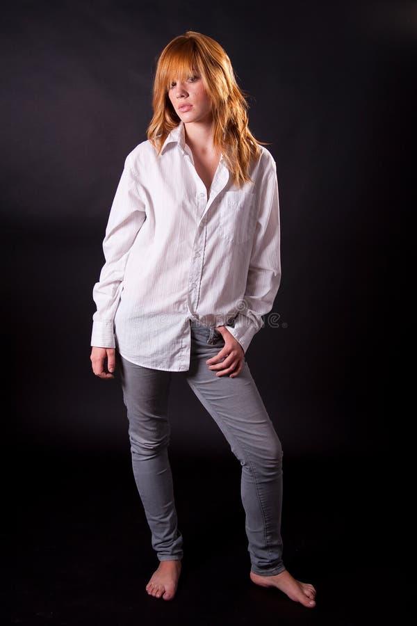 Schönes blondes jugendlich Mädchen lizenzfreie stockfotografie