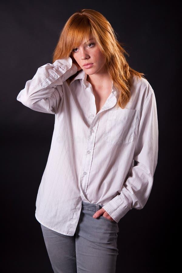 Schönes blondes jugendlich Mädchen lizenzfreies stockbild