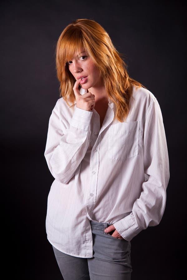 Schönes blondes jugendlich Mädchen stockfotografie