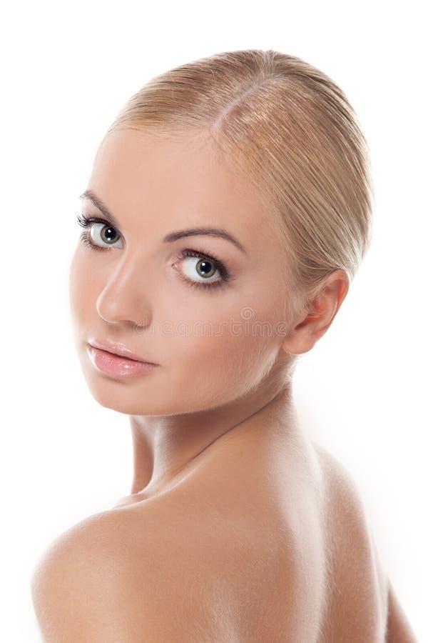 Schönes blondes Mädchen getrennt lizenzfreie stockfotografie