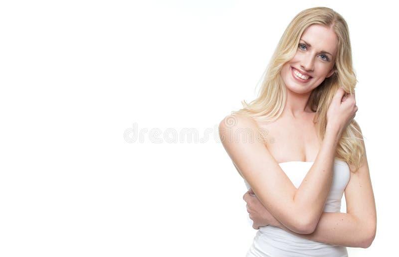 Schönes blondes Mädchen-Lächeln lizenzfreie stockfotografie