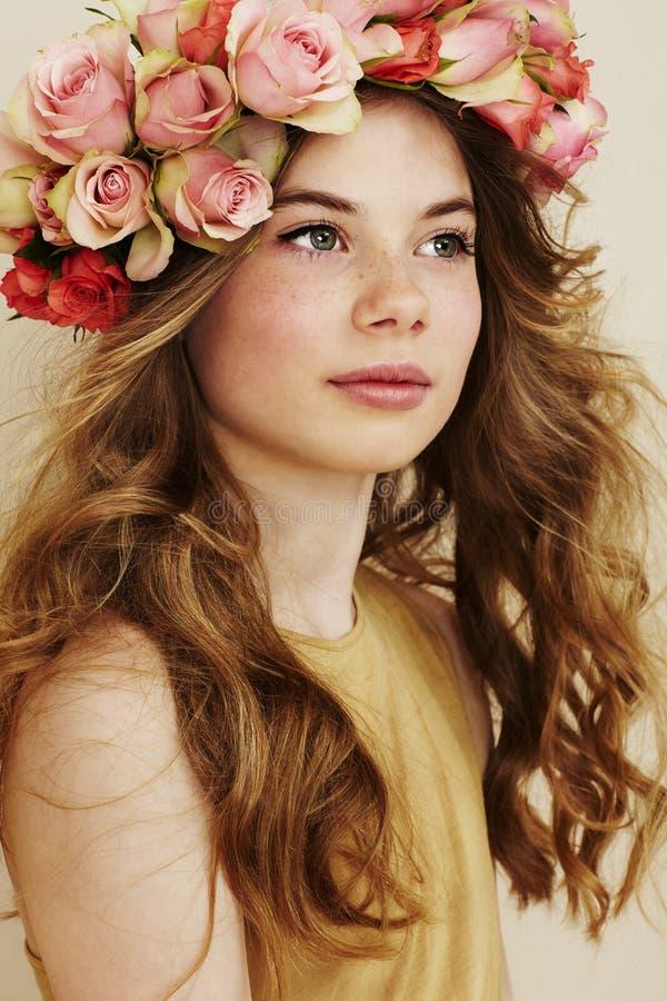 Schönes Blumen-Mädchen lizenzfreies stockbild