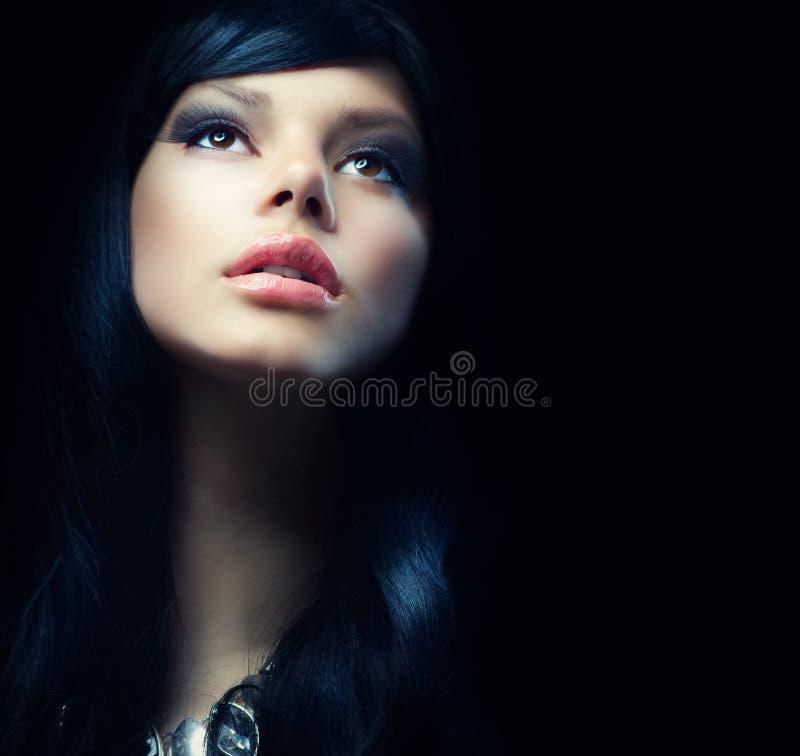 Schönes Brunette-Mädchen stockbild