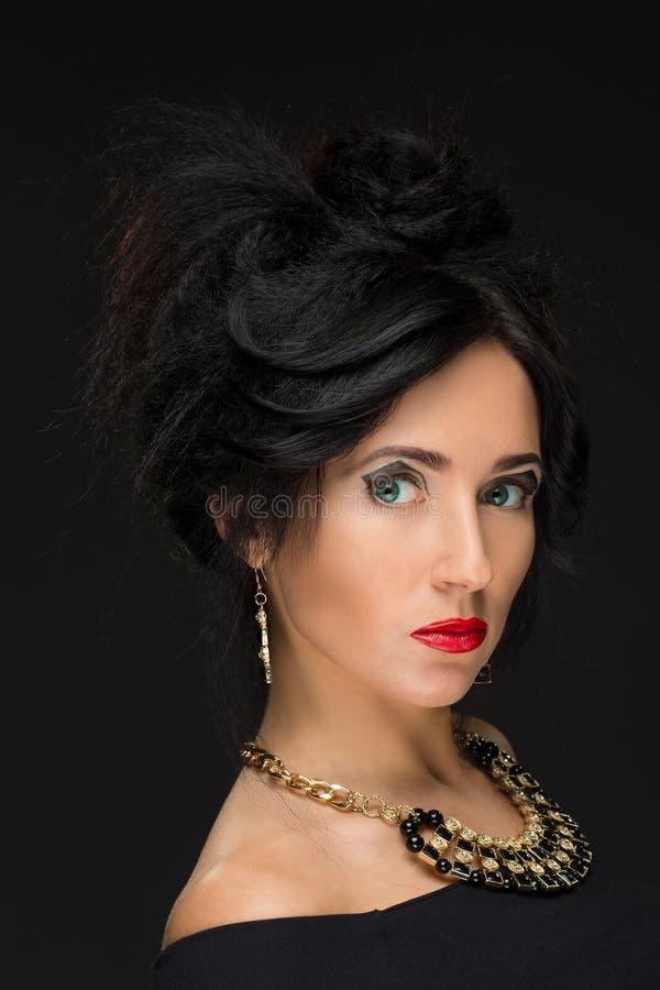 Schönes Brunettemädchen Gesundes langes Haar und stockbilder