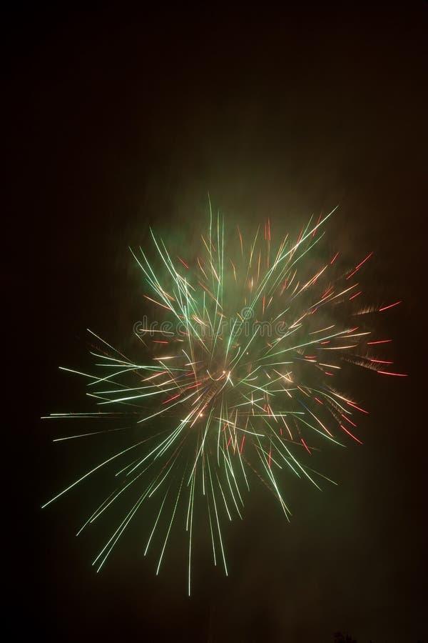 Schönes buntes Feuerwerk lizenzfreies stockbild