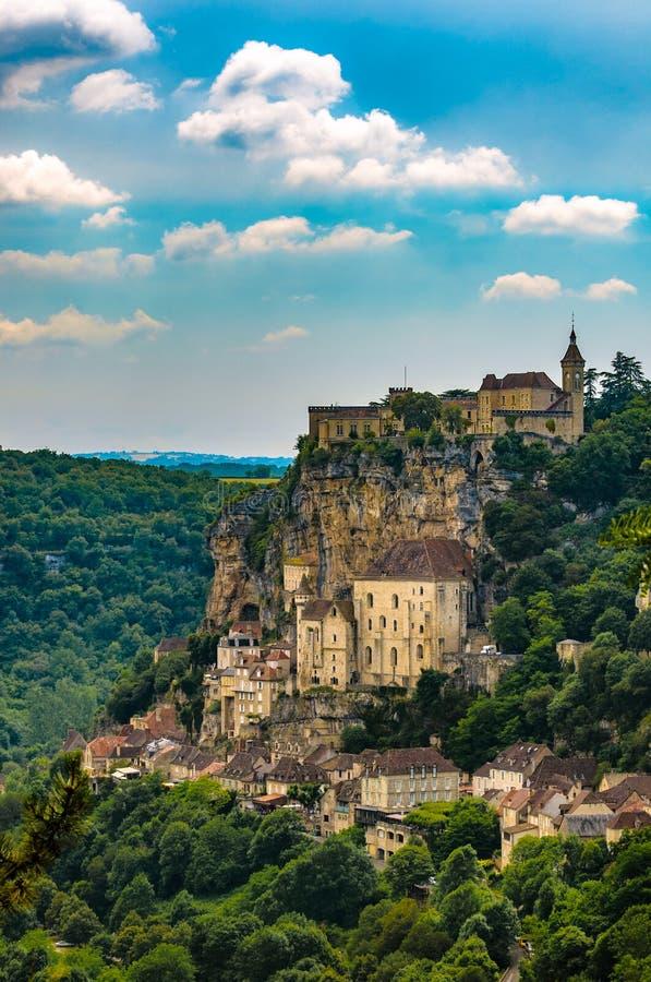 Schönes clifftop Rocamadour Dorf in Süden-zentralem Frankreich lizenzfreie stockbilder
