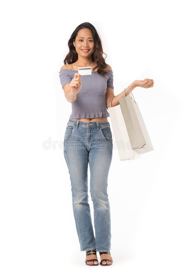 Schönes Einkaufenmädchen lizenzfreie stockbilder
