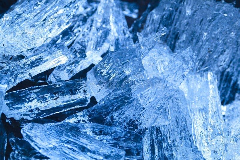 Schönes Eis vom Fluss sieht wie ein kostbarer Kristall aus lizenzfreie stockfotografie
