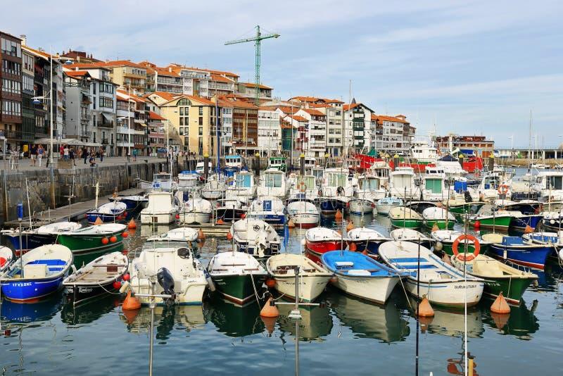 Schönes Fischerdorf von Lekeitio im baskischen Land, Spanien lizenzfreie stockfotos