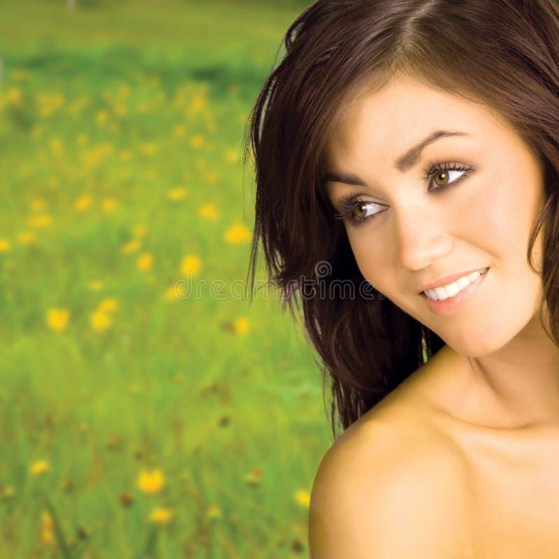 Schönes Frauenlächeln stockbild