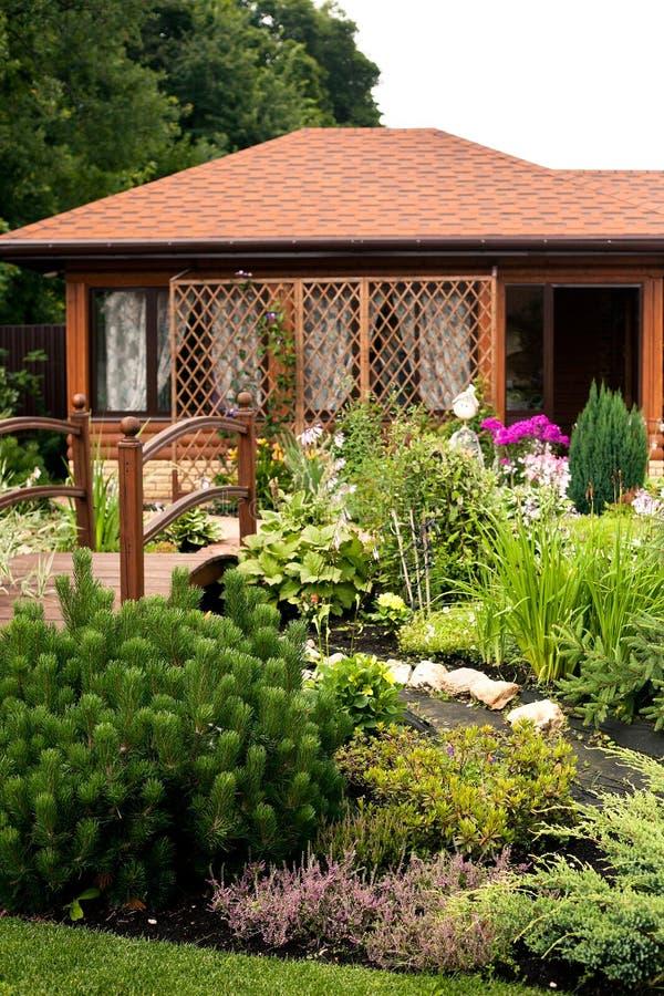 Schönes Gartenhaus schönes gartenhaus stockfoto bild auslegung hintergrund 65170160