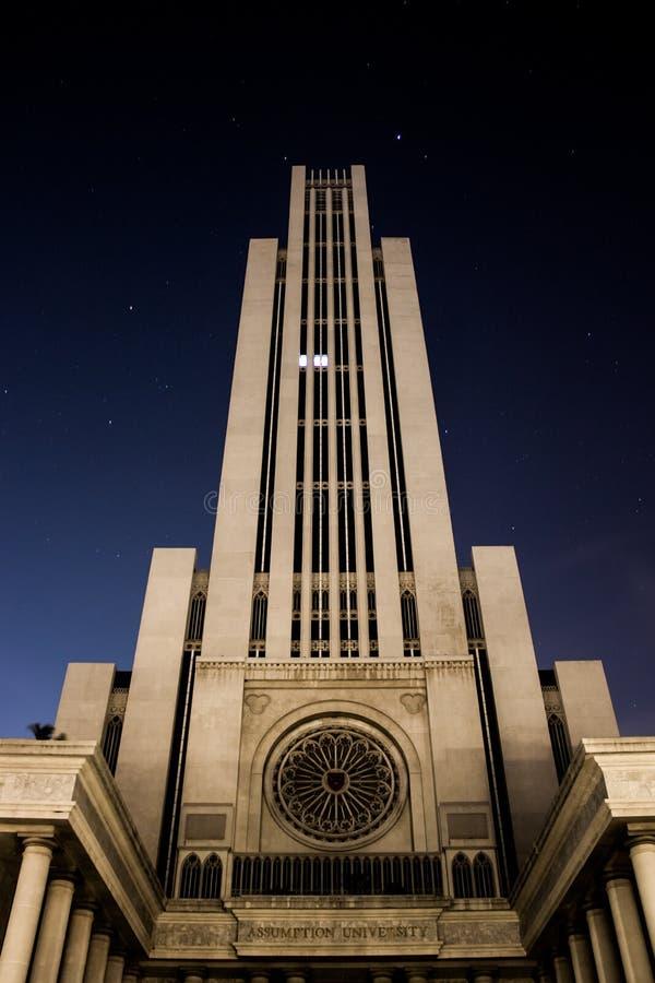 Schönes Gebäude nachts lizenzfreie stockbilder