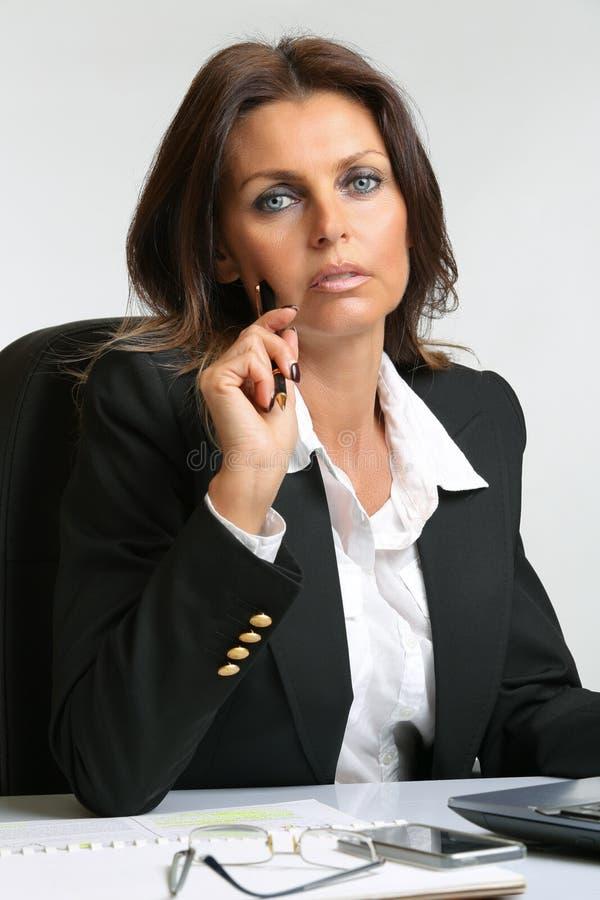 Schönes Geschäftsfrauporträt lizenzfreie stockfotos