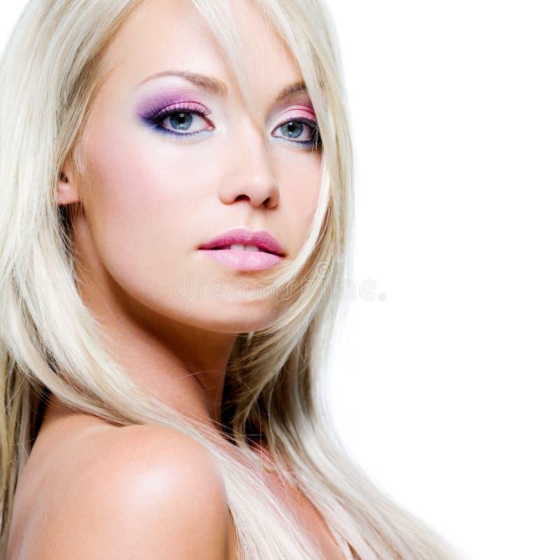 Schönes Gesicht der blonden Frau lizenzfreie stockbilder