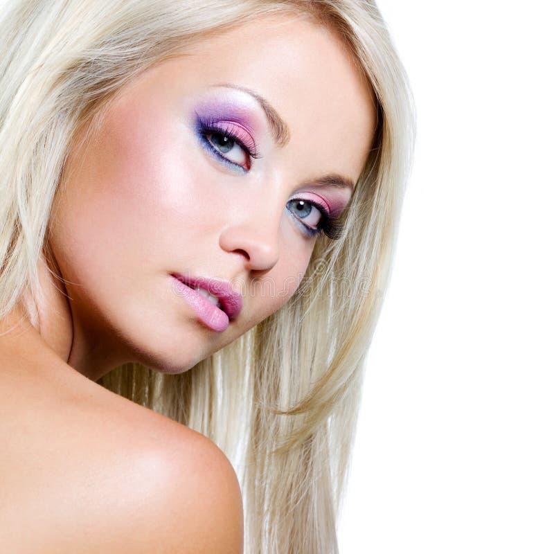 Schönes Gesicht der blonden Frau lizenzfreie stockfotografie