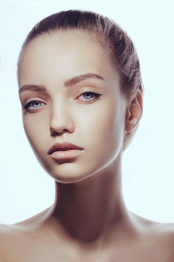 Schönes Gesicht der Frau des jungen jugendlich mit sauberer frischer Haut lizenzfreie stockbilder