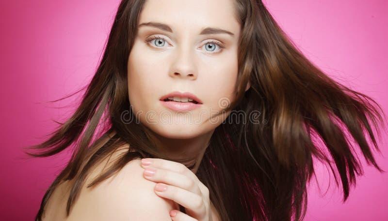 Schönes Gesicht der jungen Frau stockfotos