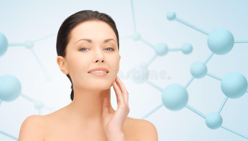 Schönes Gesicht der jungen Frau mit Molekülen lizenzfreies stockbild