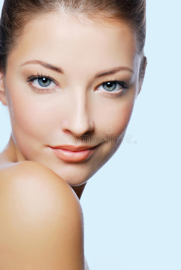 Schönes Gesicht der Wellneßfrau lizenzfreies stockbild