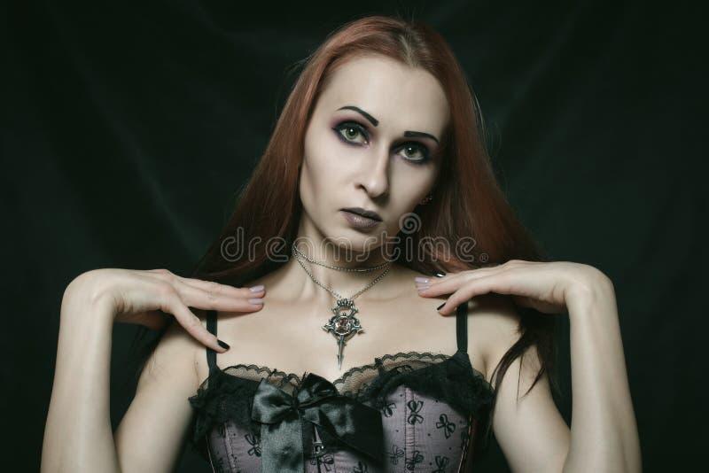 Schönes gotisches Mädchen lizenzfreie stockbilder