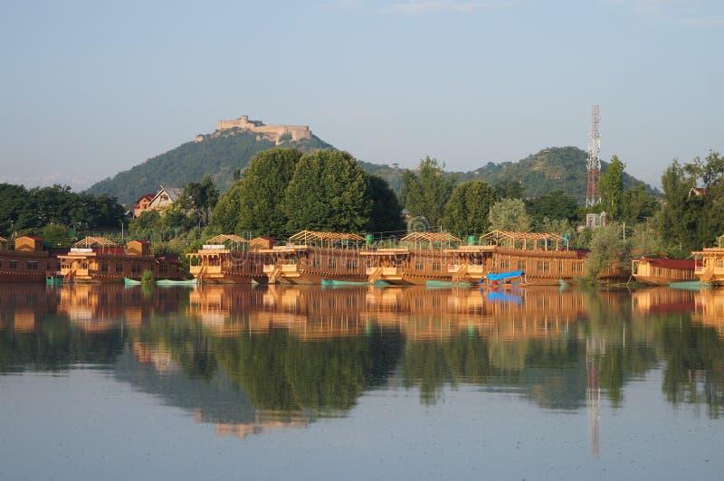Schönes Hausboot bei Dal Lake in Srinagar, Kaschmir, Indien lizenzfreie stockfotografie