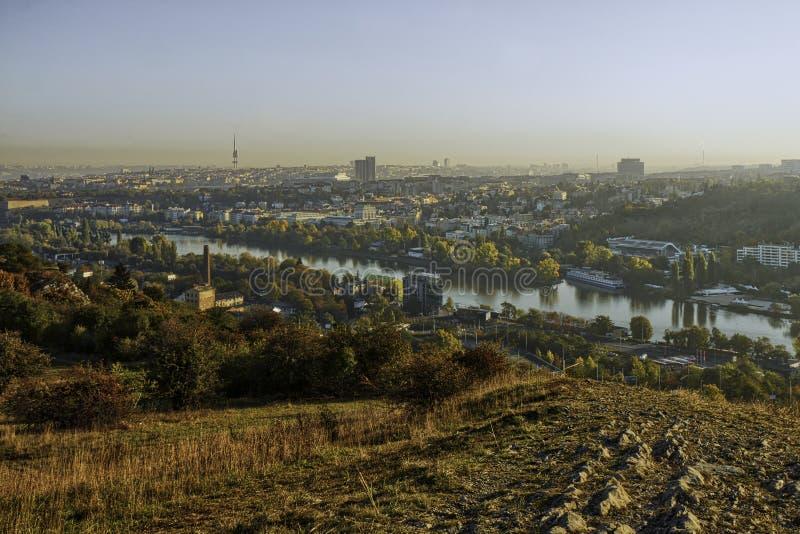 Schönes HDR-Landschaftspanorama von Prag genommen von Zvahov-Hügel lizenzfreies stockbild