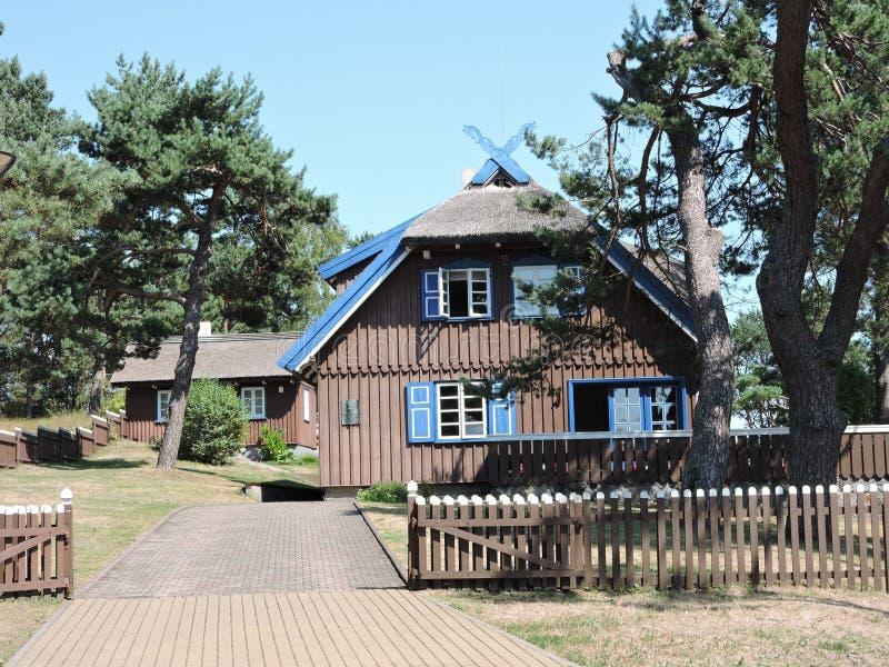 Schönes Holzhaus, Litauen lizenzfreies stockfoto