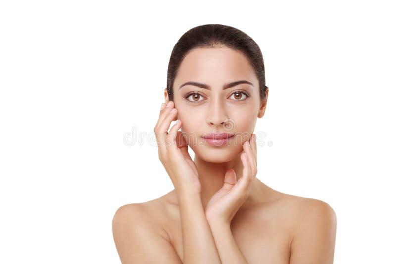 Schönes indisches Mädchen mit perfekter Haut, sauberes Gesicht lizenzfreie stockbilder