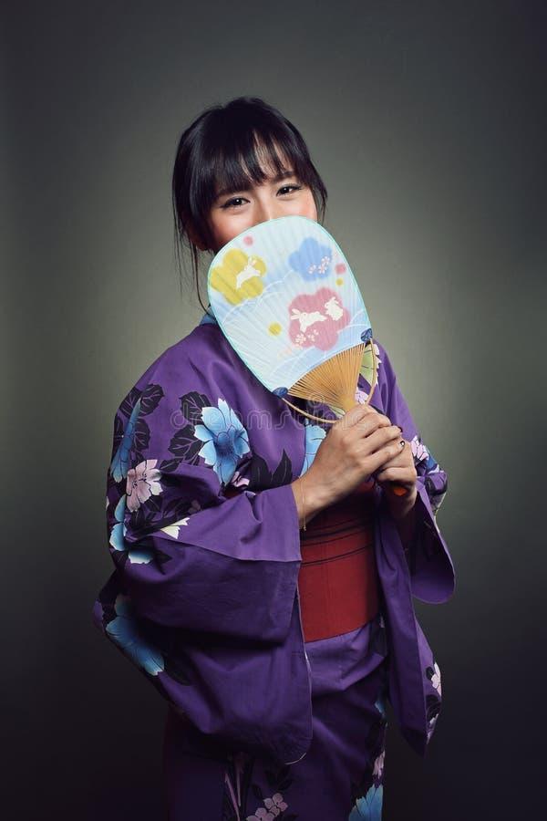 Schönes japanisches Frauenlächeln stockbild