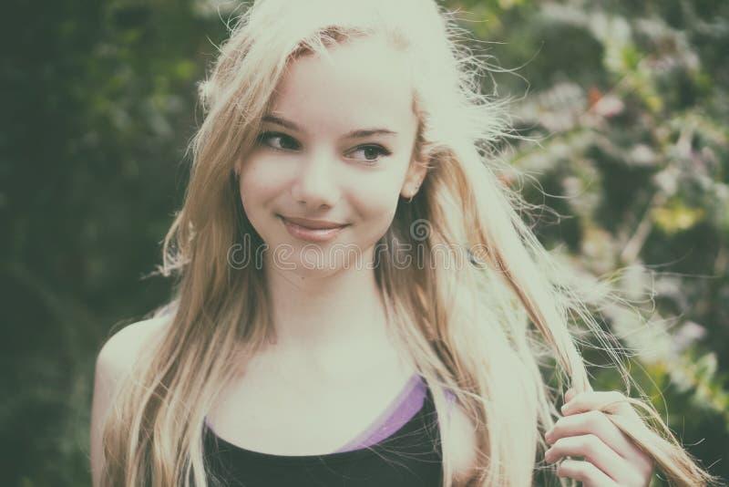Schönes jugendlich Mädchen stockbilder