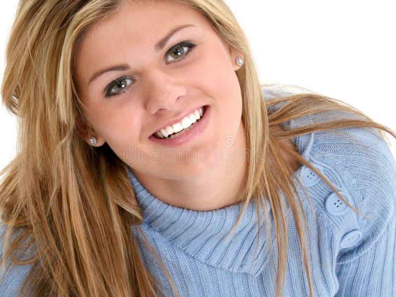Schönes jugendlich Mädchen-lächelndes oben schauen lizenzfreies stockfoto