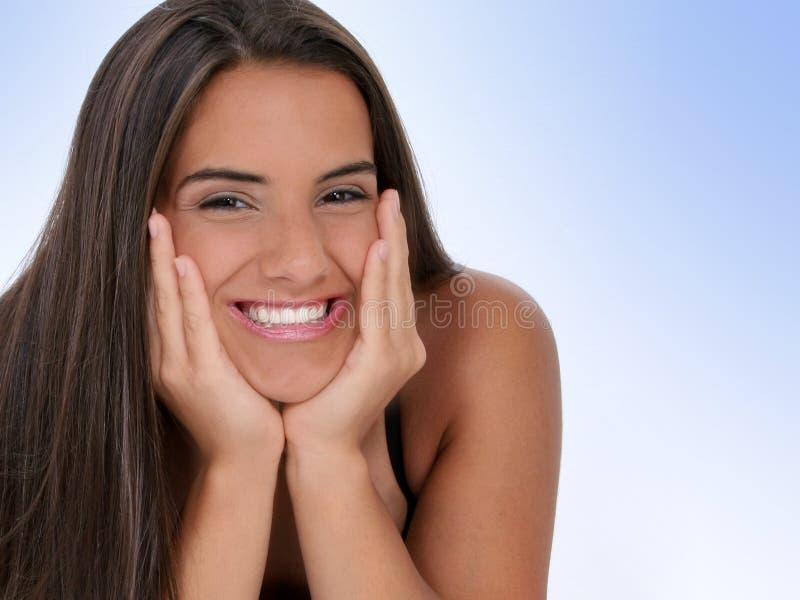 Schönes jugendlich Mädchen mit dem Kinn in den Händen stockfotos