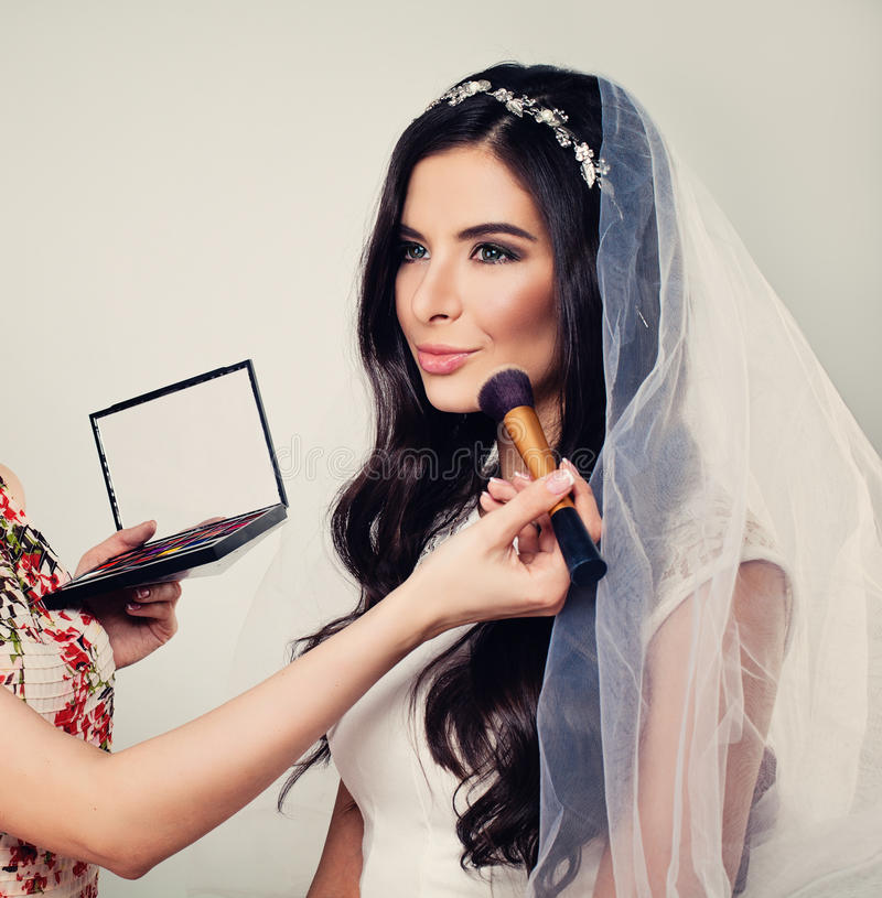 Schönes junge Frauen-Verlobtes mit Braut stockbilder