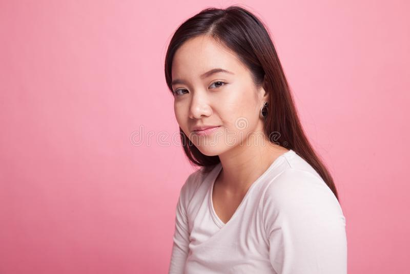 Schönes junges asiatisches Frauenlächeln stockfoto
