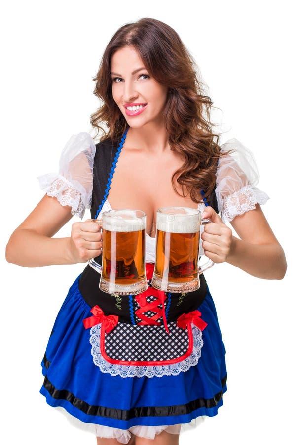 Schönes junges Brunettemädchen des oktoberfest Bierbierkrugs stockfoto