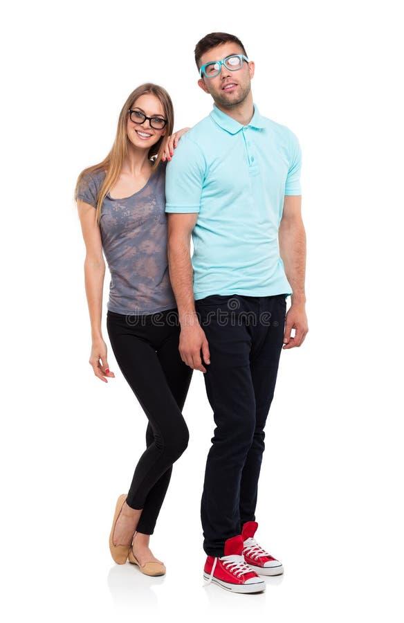 Schönes junges glückliches Paar, Mann und Frau, die Kamera, i betrachtet stockbilder