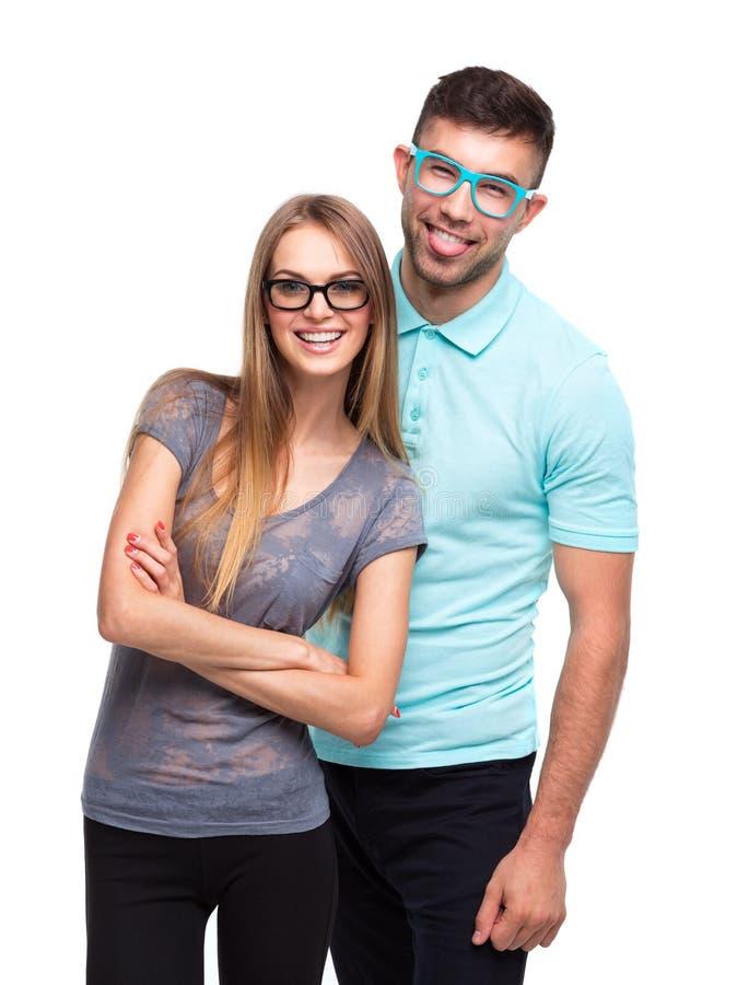 Schönes junges glückliches Paar, Mann und Frau, die Kamera, i betrachtet lizenzfreie stockfotografie