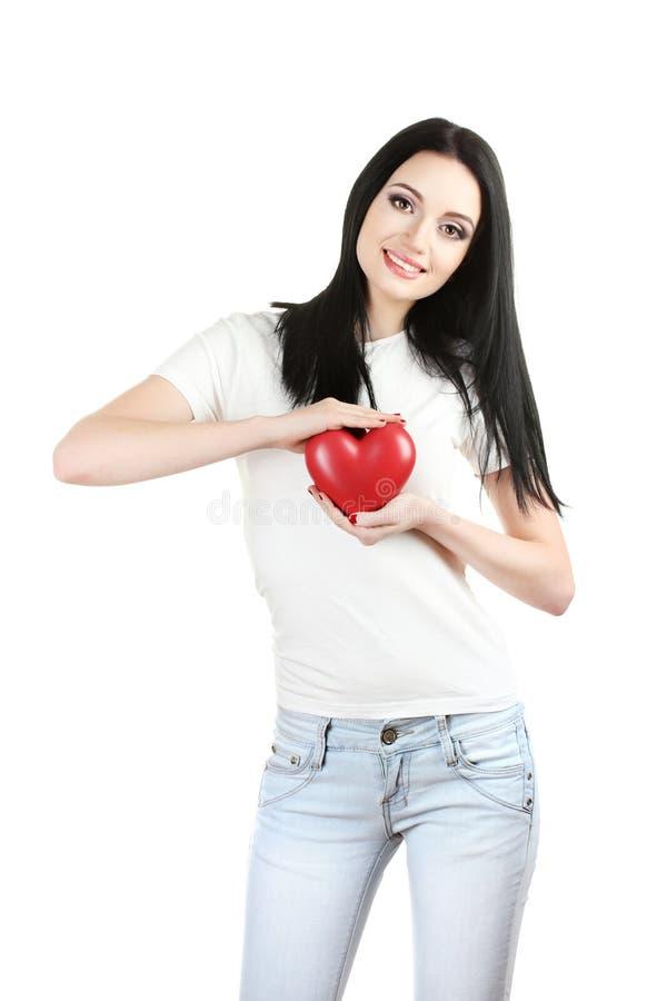 Schönes junges Mädchen, das rotes Inneres anhält lizenzfreies stockbild