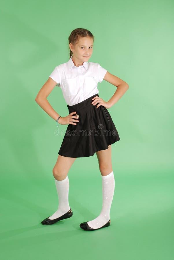 Schönes junges Mädchen in der Schuluniform stockfotografie