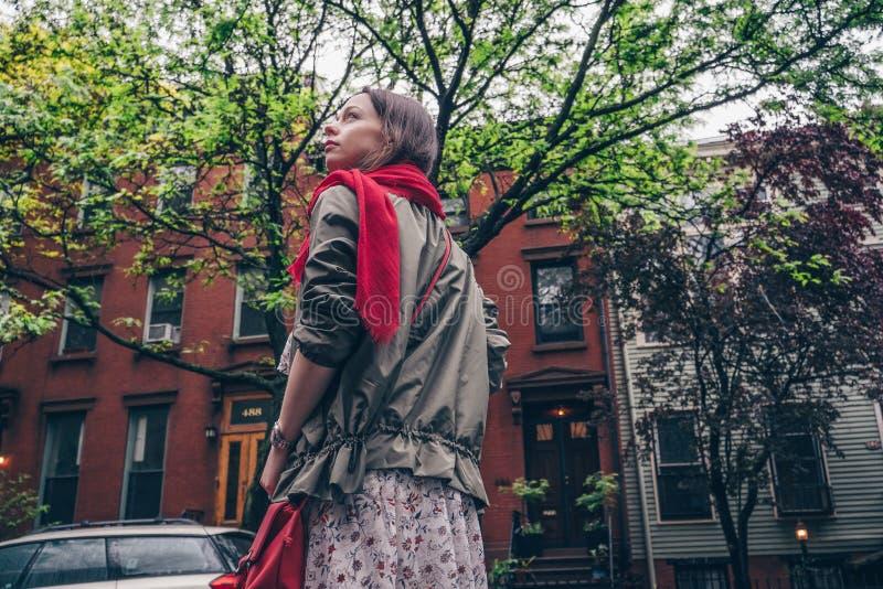 Schönes junges Mädchen in New York lizenzfreies stockfoto