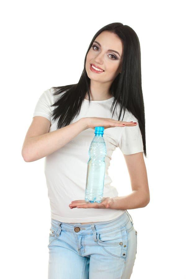 Schönes junges Mädchen und Flasche Wasser stockfotografie