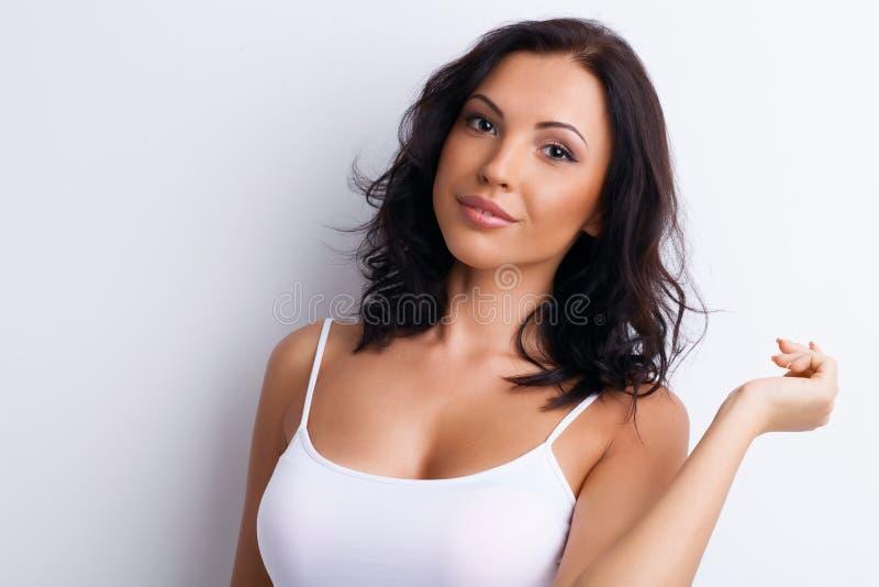 Schönes junges Mädchen versucht zu verführen lizenzfreies stockfoto