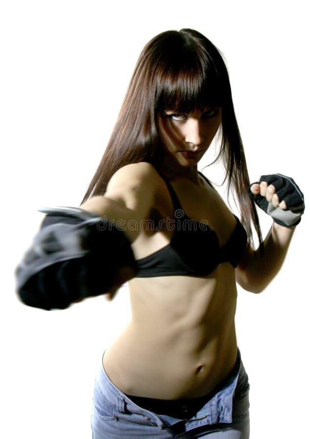 Schönes kämpfendes junges Mädchen stockfoto