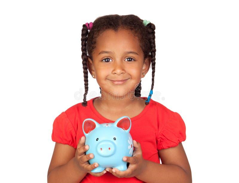 Schönes Kind, das einen blauen Geldkasten hält lizenzfreie stockfotos