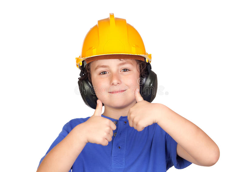 Schönes Kind mit gelbem Sturzhelm O.K. sagend lizenzfreie stockbilder