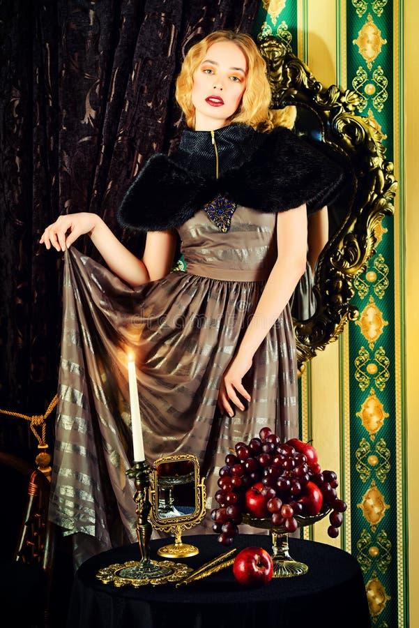 Schönes Kleid lizenzfreie stockbilder